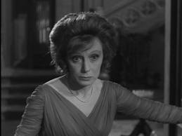 Evelyn in 'Thriller'