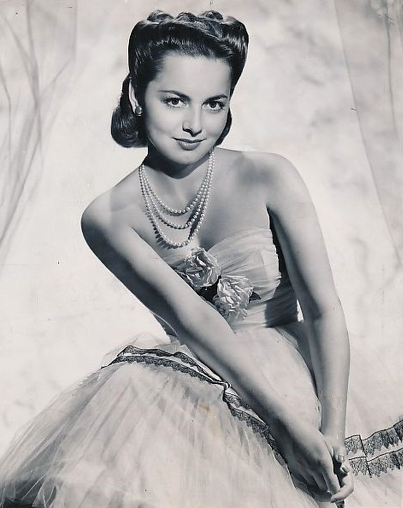 Olivia-De-Havilland-August-1946-guest-CBS-radio.jpg